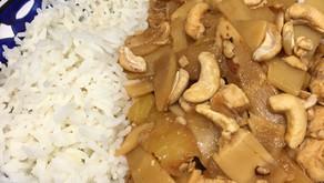 Recette sélectionnée par le Chef Simon du journal Le Monde - poulet à l'ananas et noix de cajou