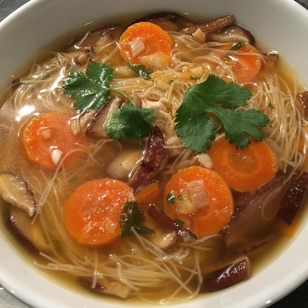Bouillon de poulet chinois aux vermicelles