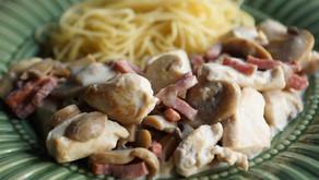 Emincés de poulet et bacon sauce à la crème et aux champignons