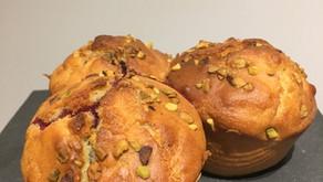 Muffins aux fruits rouges et éclats de pistache