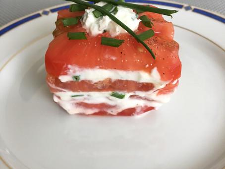 Mille-feuille de tomate au chèvre frais