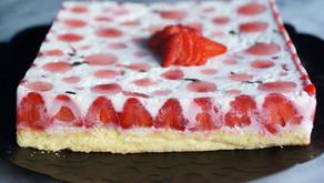 Bavarois aux fraises sur sa génoise légère