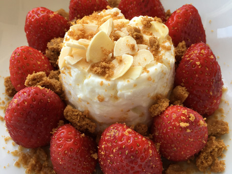 Faisselle aux fraises, amandes et speculoos
