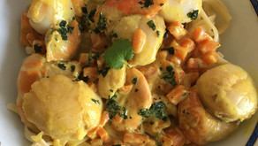 Linguinis aux Noix de St-Jacques, sauce au lait de coco, curcuma et carottes