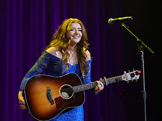 """RISING STAR, PERFORMING ARTIST AND SONGWRITER, TAYLON HOPE, SHARES TALENT WITH """"THE GIFT OF MUSIC BE"""