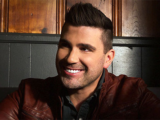 """Josh Gracin Talks Football, """"Good for You"""", and Swinging for the Fences"""