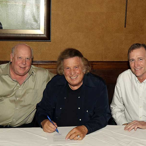 DON McLEAN INKS RECORDING DEAL WITH TIME LIFE
