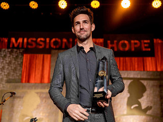 Jake Owen Honored with St. Jude Angels Among Us Award at 2019 Country Cares Event