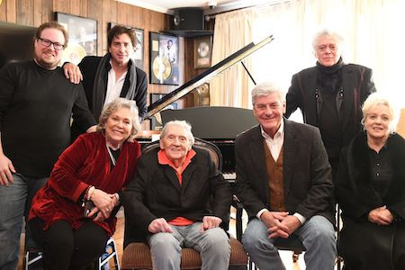 """JERRY LEE LEWIS RECEIVES MISSISSIPPI COUNTRY MUSIC TRAIL MARKER, SINGS """"TOUCHING HOME"""""""