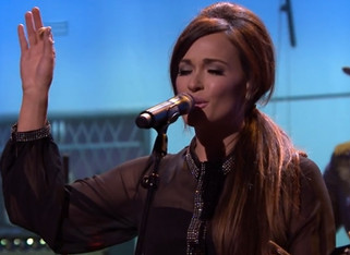 """Kacey Musgraves Debuts New Tune """"The Trailer Song"""""""