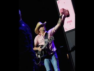 Jason Aldean Goes Pink