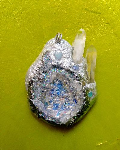 Frosty geode pendant