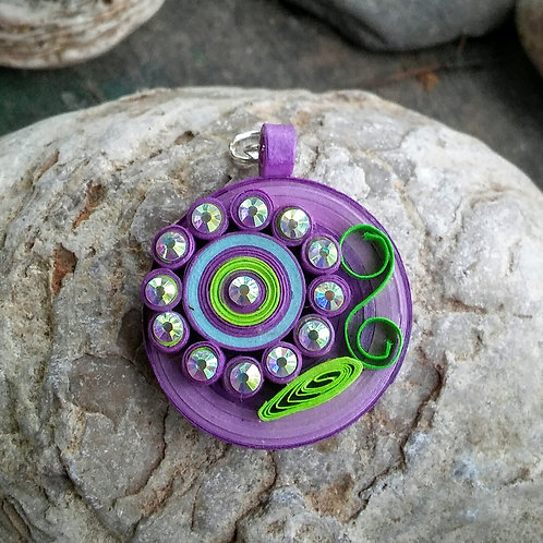 Paper quilled flower pendant