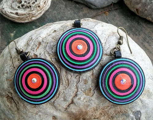 Paper quilled earring and pendant set