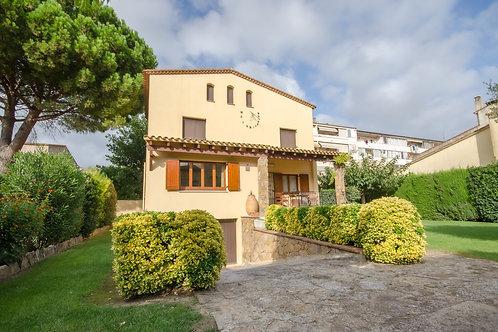 Casa unifamiliar con amplio jardín, Torroella de Montgrí