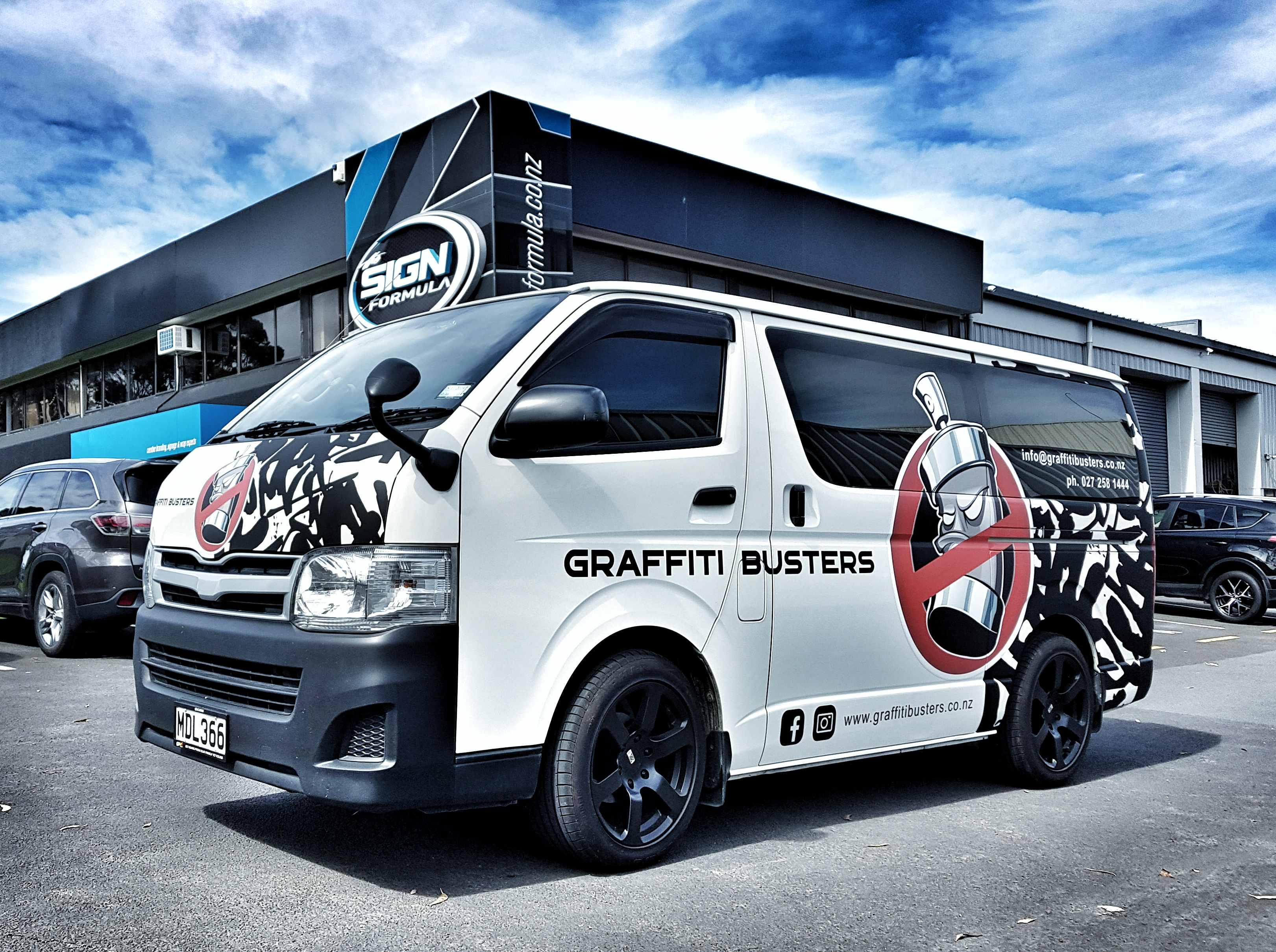 Graffitti Busters van side