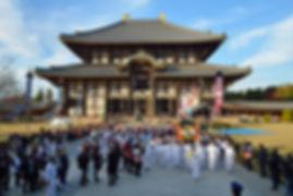 東大寺大仏殿より還幸する宇佐宮神輿。