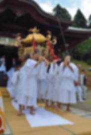 新潟県十日町市 諏訪神社 神輿 発輿