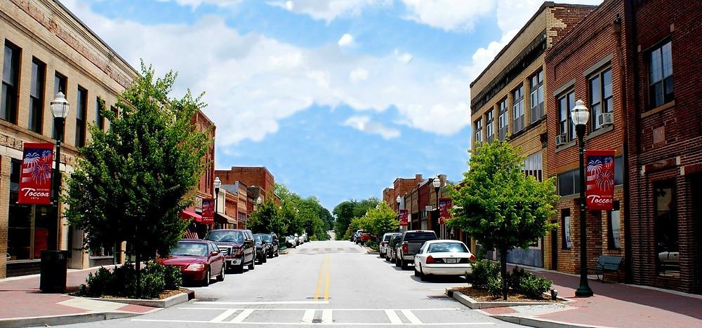 Street view on Doyle Street in Downtown Toccoa, Georgia