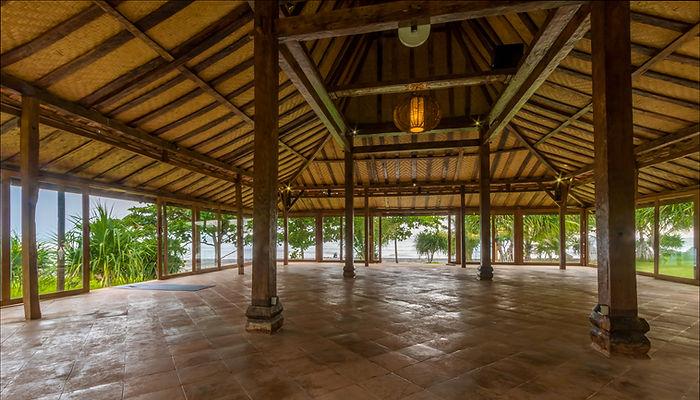 Yoga class in Balian