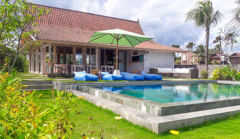 Wide Sands Beach Retreat hotel for surfers in Medewi