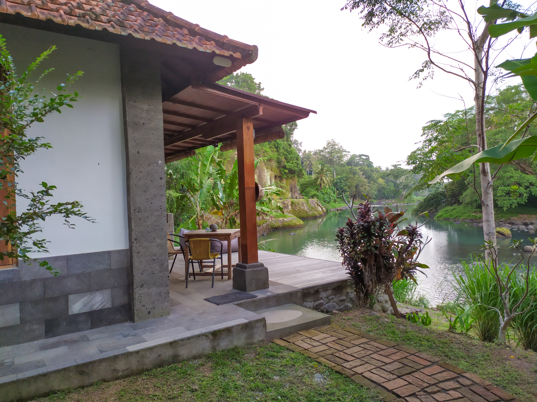 Hut and Hideaway in Balian