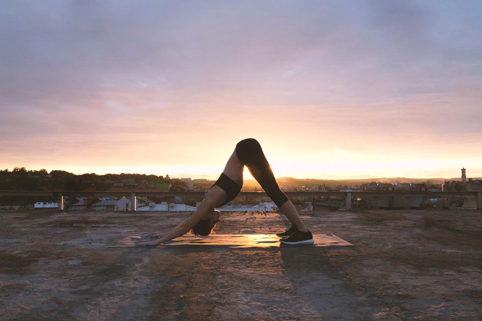 Fortalece tu fuerza y flexibilidad: 4 asanas para principiantes