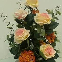 rosas com rococó e folhagens verdesmix rosas e suculentas
