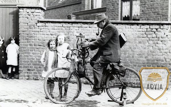 Photo d'un rémouleur sur son vélo