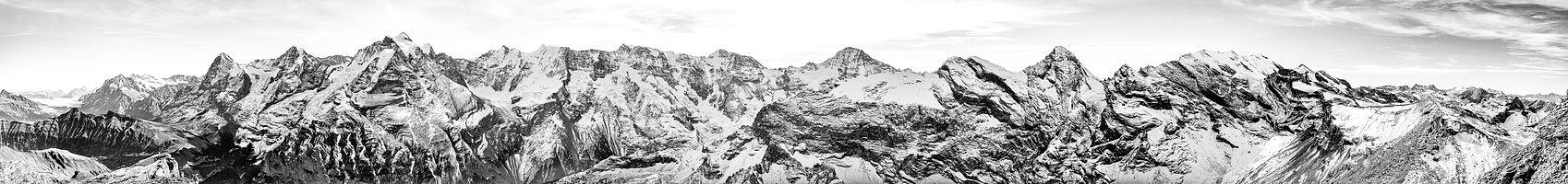 jp035_panoramablick_jungfrau_gebirgszug_