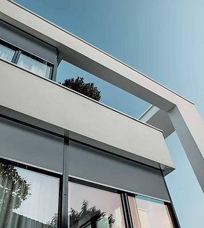 ROMA zipSCREEN tarjoaa energiatehokkuutta pysäytämällä lämpöenergian. Se myös hidastaa lämmön siirtymistä ikkunoista ulos