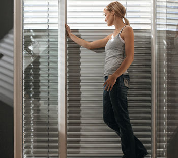 ROMA sälekaihtimien Daylight-teknologialla suojaat yksityisyyttäsi päästäen silti valon sisätiloihin