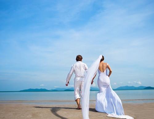 Jamaican Weddings Go Beyond the Tropical Setting
