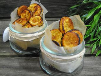 Rodajas de plátano crujientes condimentados al estilo Caribeño
