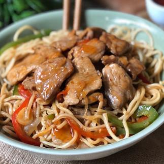 Noodles con cerdo agridulce