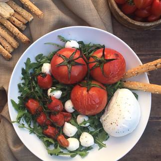 Ensalada de tomates, rúcula y mozzarella