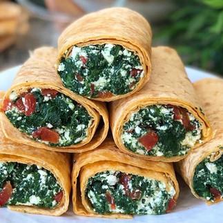 Wraps de espinaca, queso fresco y pimiento rojo