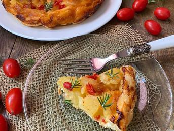 Tarta Tatin de patata, tomates y queso de cabra