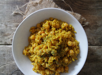 Arroz con curry y garbanzos
