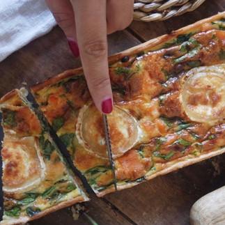 Quiche de salmón ahumado, queso de cabra y espinacas