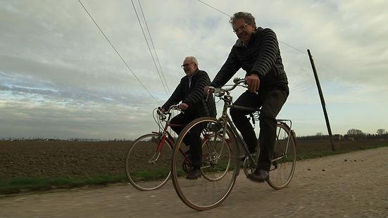 Francesco Tullio Altan in una scena di Grand'Italia, film documentario per la regia di Simone Aleandri