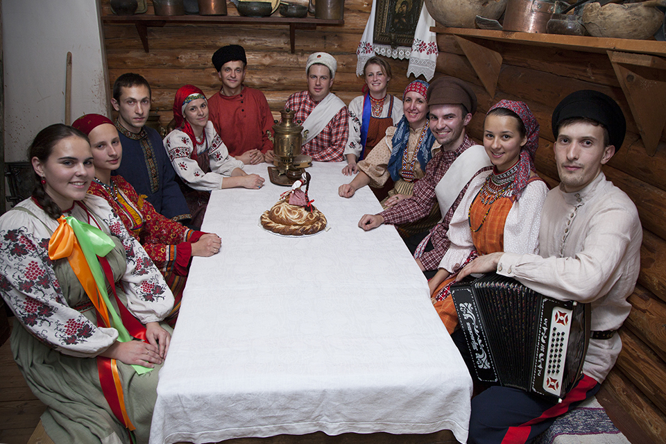 """""""Trilistnik"""" folk group"""