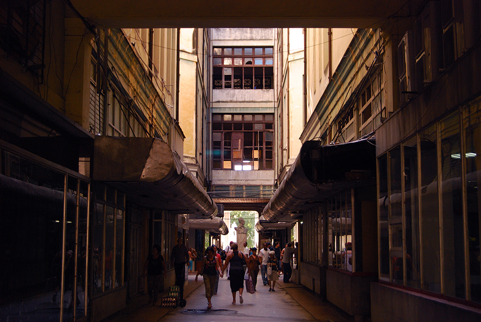 Shopping Mall, Havana