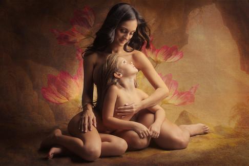 Madre en cueva con Flores FINALE BR.jpg