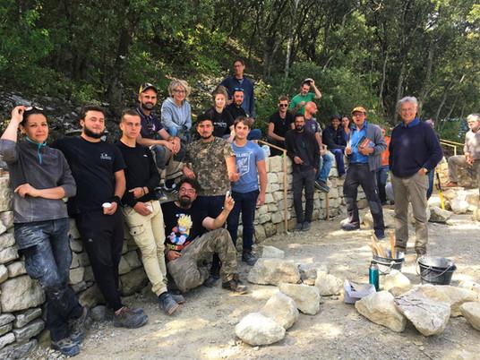 Parking du Castellas : chantier de pierre sèche par les stagiaires du campus Louis Giraud