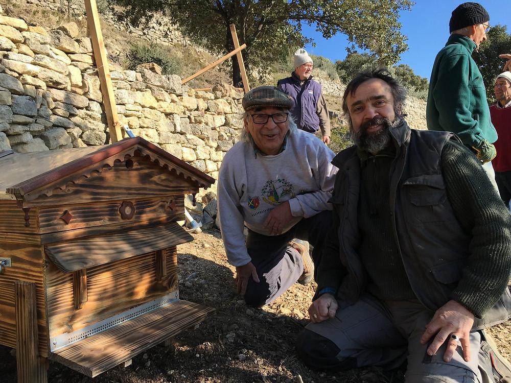 5 ruches constitueront ce rucher installé sur le verger conservatoire d'Aubune