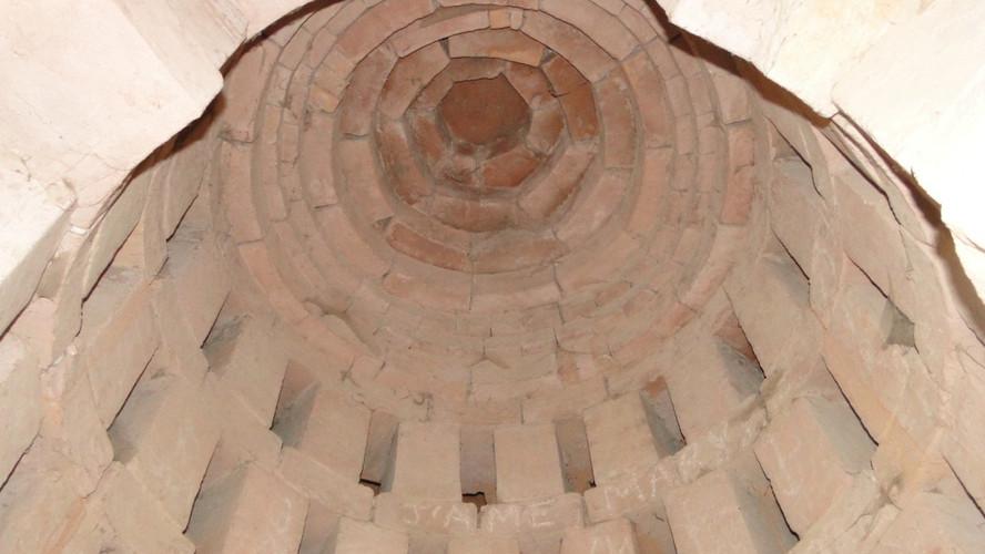 Intérieur de l'ancien four à plâtre