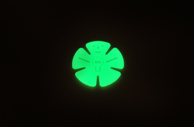Fluoreszierende Artikel