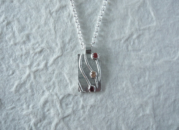 3 little stones pendant