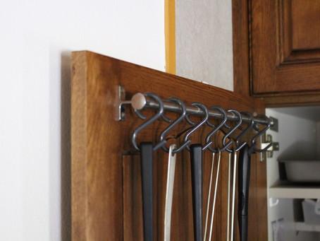 キッチンツールは、はずれないフックに。